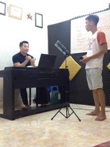 BOLERO, cách mở khẩu hình, đam mê ca hát, dạy hát Bolero, dòng nhạc bolero, Giọng hát của bạn nhỏ, Hát BoLeRo, hát không bị chênh phô, kỹ thuật lấy hơi, kỹ thuật lấy hơi đúng trong thanh nhạc, kỹ thuật thanh nhạc, kỹ thuật thanh nhạc nâng cao, lớp dạy thanh nhạc, lớp dạy thanh nhạc chất lượng hiệu qu, nơi học thanh nhạc uy tín, Sửa hát bị lỗi chính tả, thiếu hơi hụt hơi, trở thành một ca sĩ chuyên nghiệp về dòng nhạc bolero